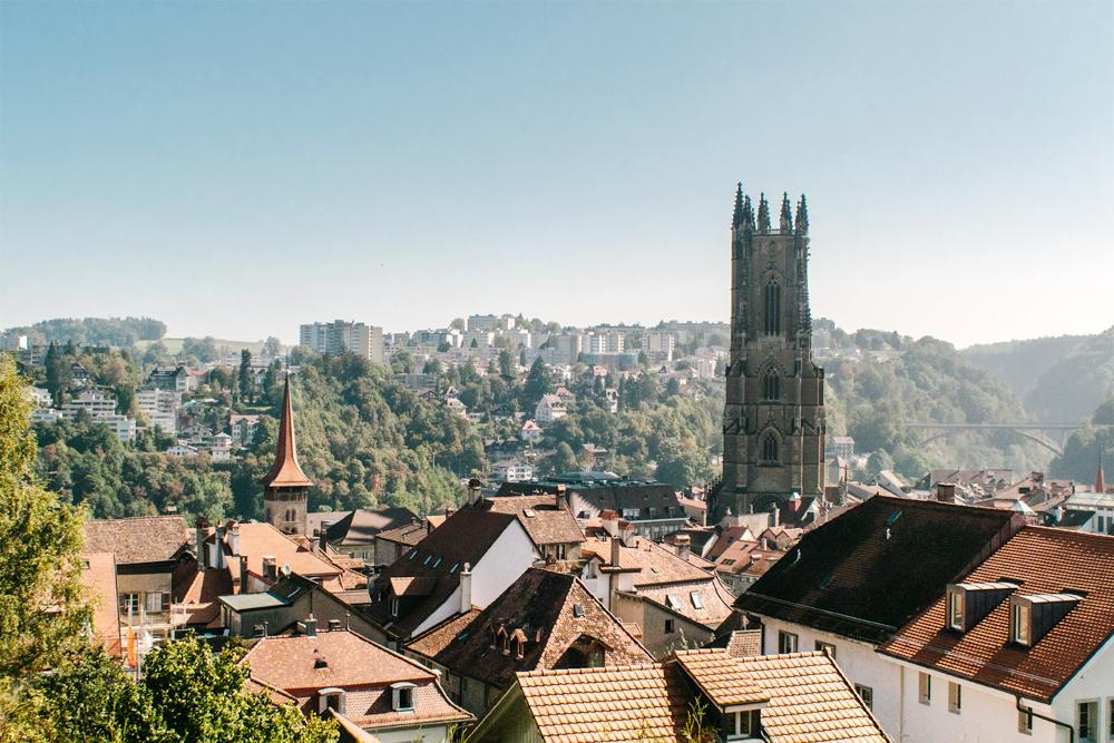Fribourg – Vue sur la ville depuis le Collège Saint-Michel