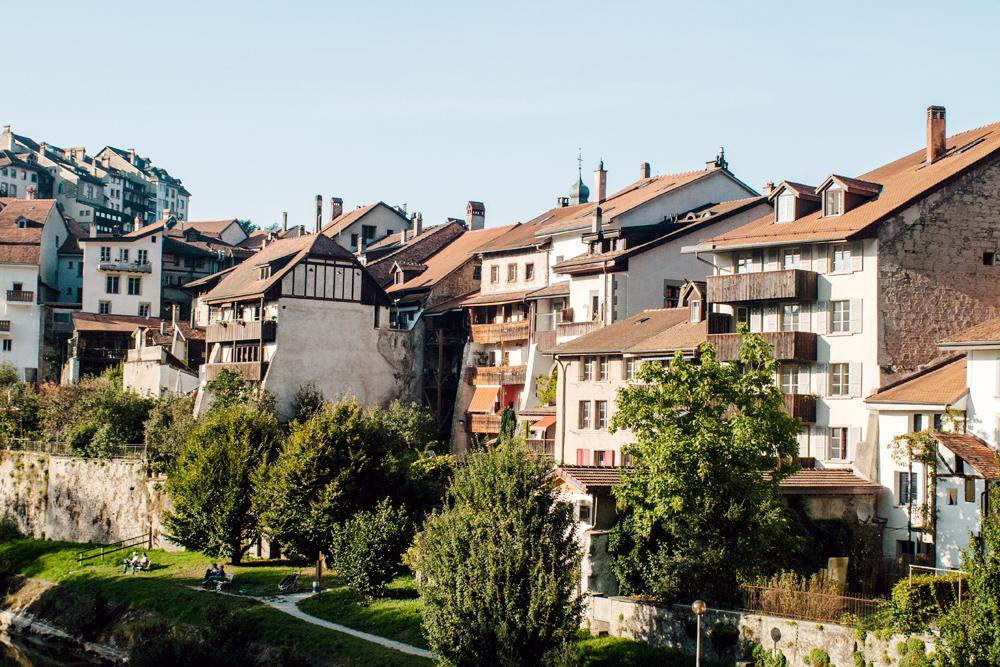 Fribourg – Vue sur la Sarine et le quartier du Bourg