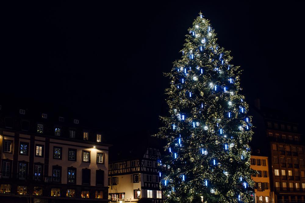 Marché de Noël de Strasbourg –Le grand sapin de la place Kléber