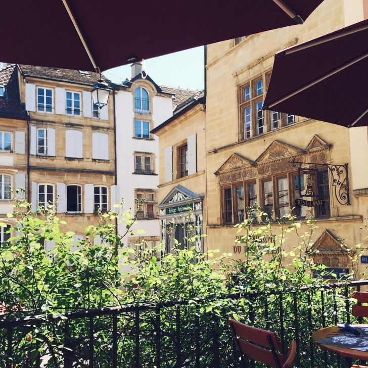 La jolie terrasse du Café l'Aubier à Neuchâtel