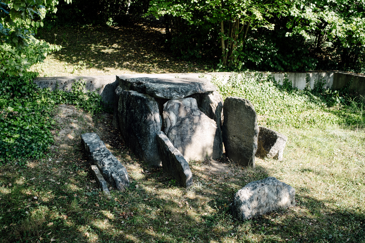 Laténium – Parc et musée d'archéologie de Neuchâtel – Dolmen néolithique