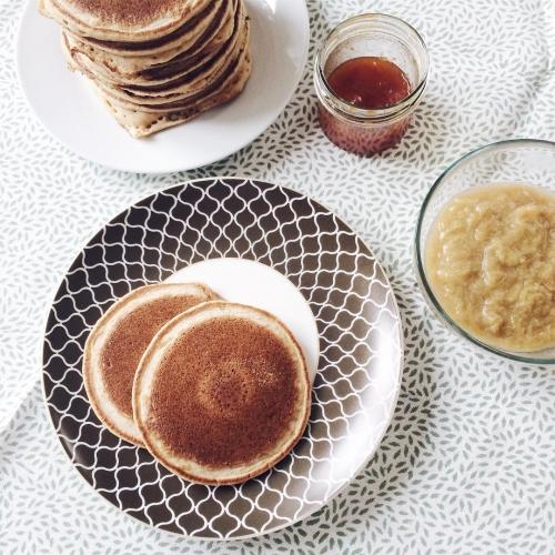 Pancakes végétaliens et compote de rhubarbe maison