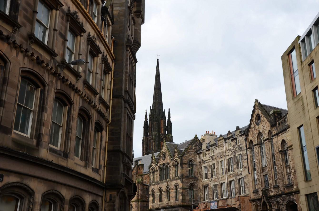 Sur les traces de Harry Potter à Édimbourg – La Lune Mauve