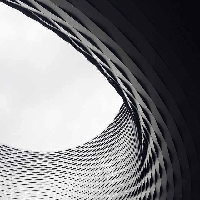 Le surprenant bâtiment de la place des foires de Bâle