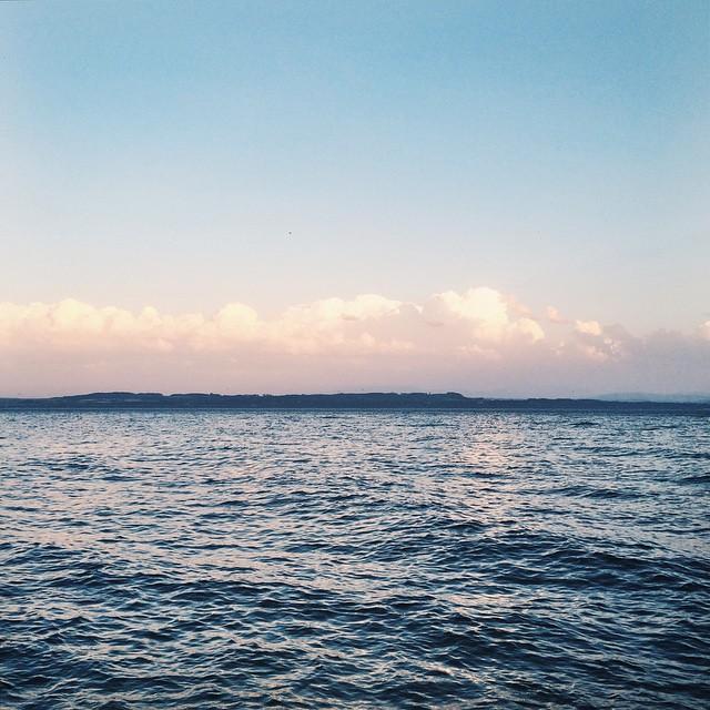 Début de soirée au bord du lac de Neuchâtel