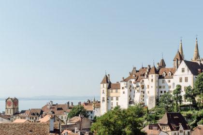 Neuchâtel – Vue sur le château, la vieille ville et le lac