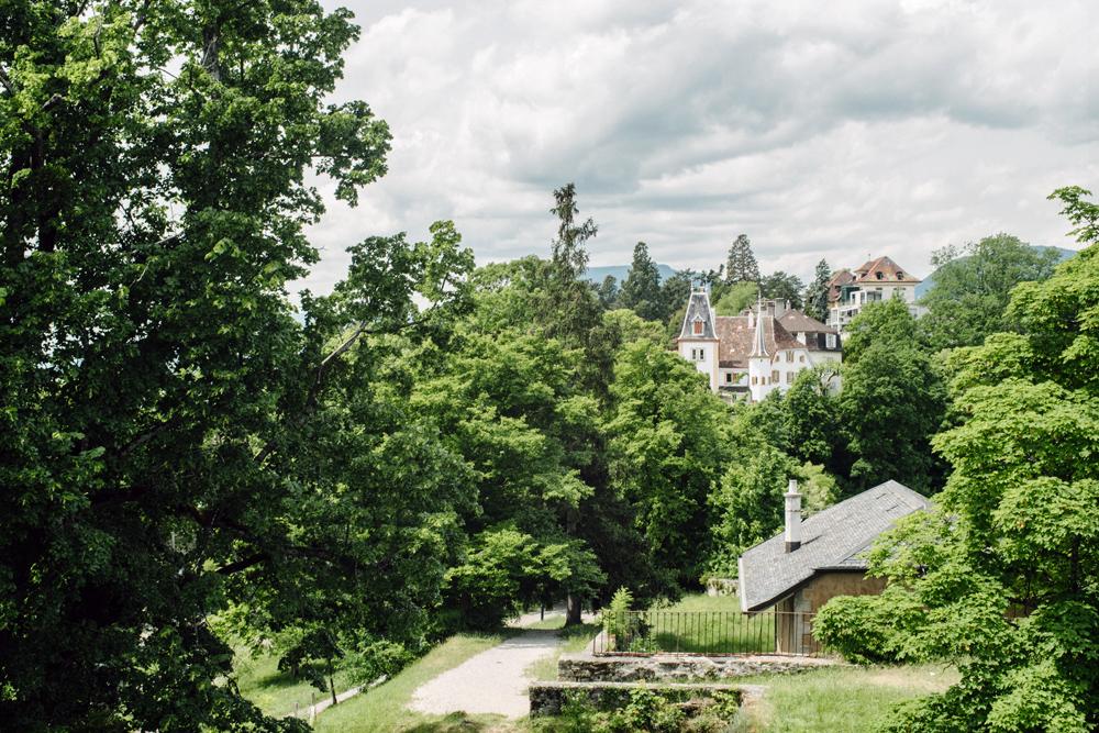 Neuchâtel – Vue sur le MEN depuis le parc du chateau