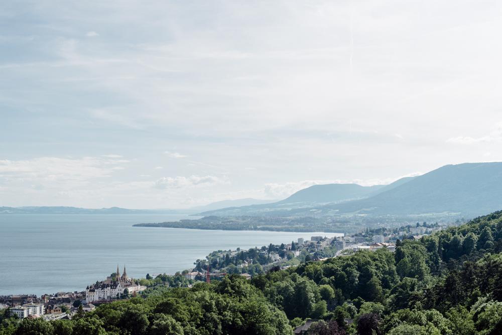 Neuchâtel – Vue sur le littoral neuchâtelois depuis la Roche de l'Ermitage