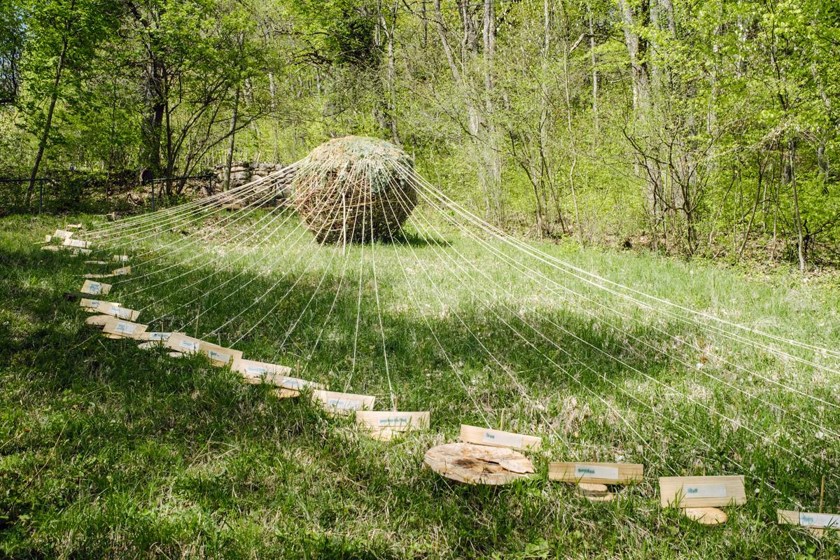Jardin botanique de Neuchâtel, Land Art 2016 – Les migrants de la guerre (Collectif Frêtes Arts)