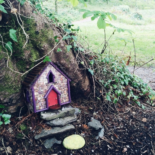 Road trip en Irlande – Maison de fée dans les bois de Derrynane Castle
