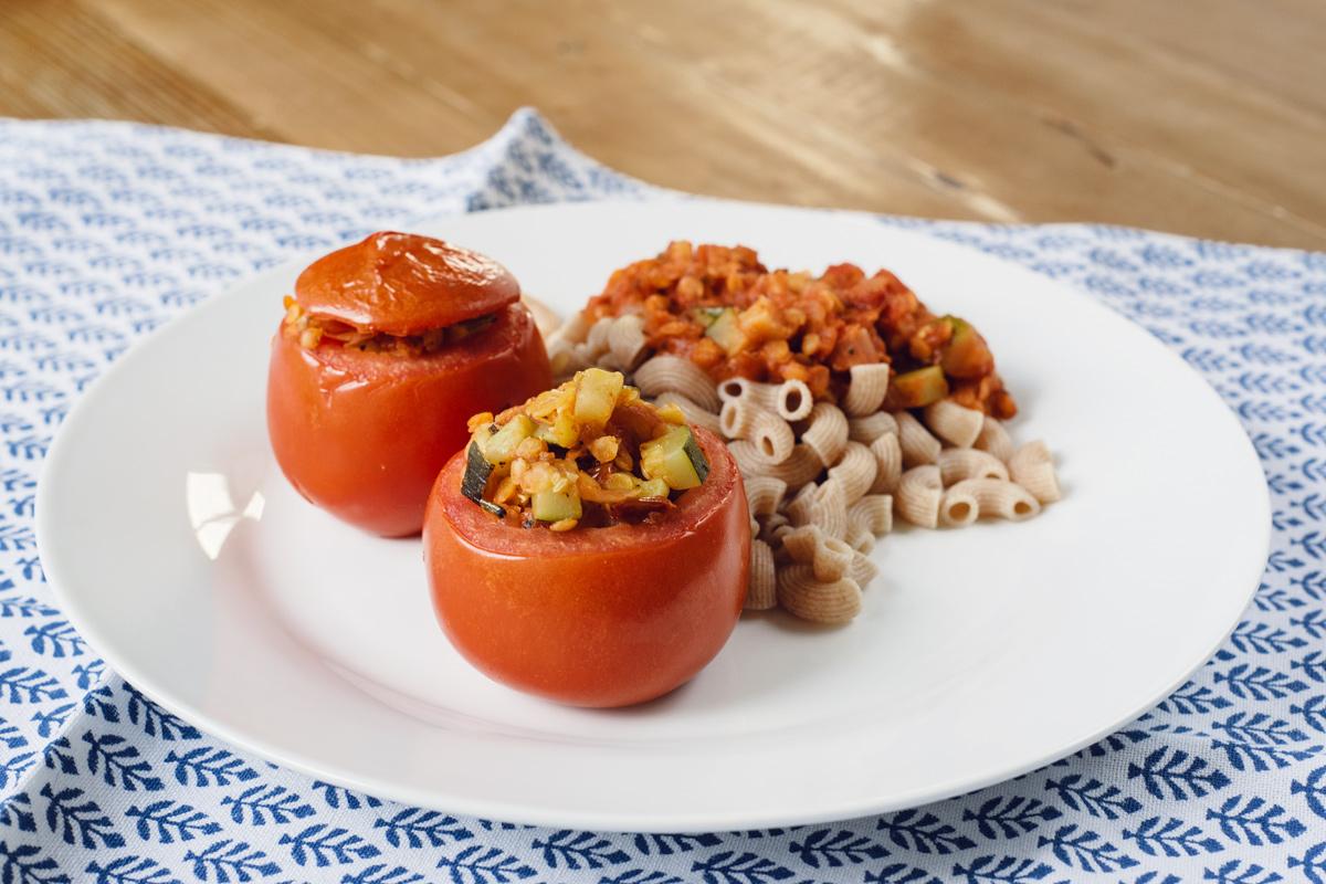 Tomates farcies végétaliennes aux courgettes et lentilles corail