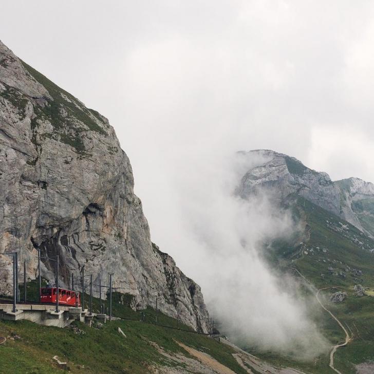 Le train à crémaillère le plus raide du monde, qui grimpe jusqu'au sommet du Pilatus.