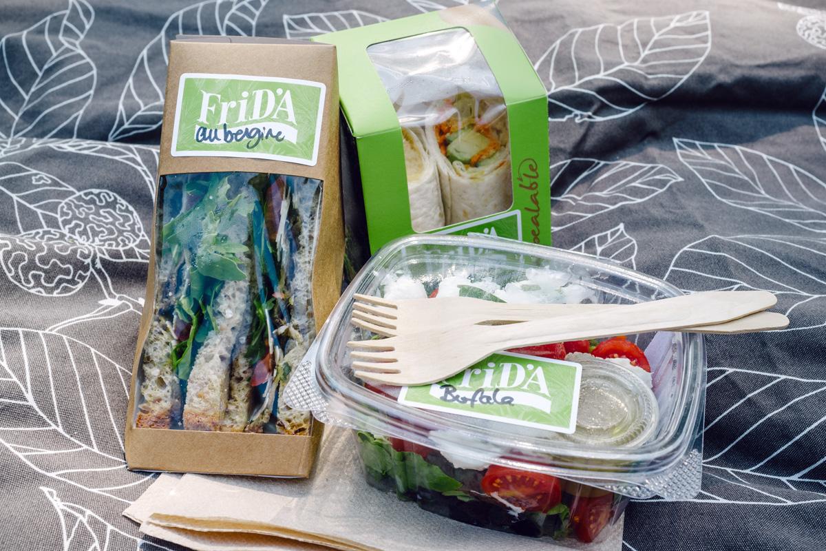 Sandwiches triangles aubergine et parmesan, wraps avocat et crudités, salade aux tomates cerises et mozzarella di bufala