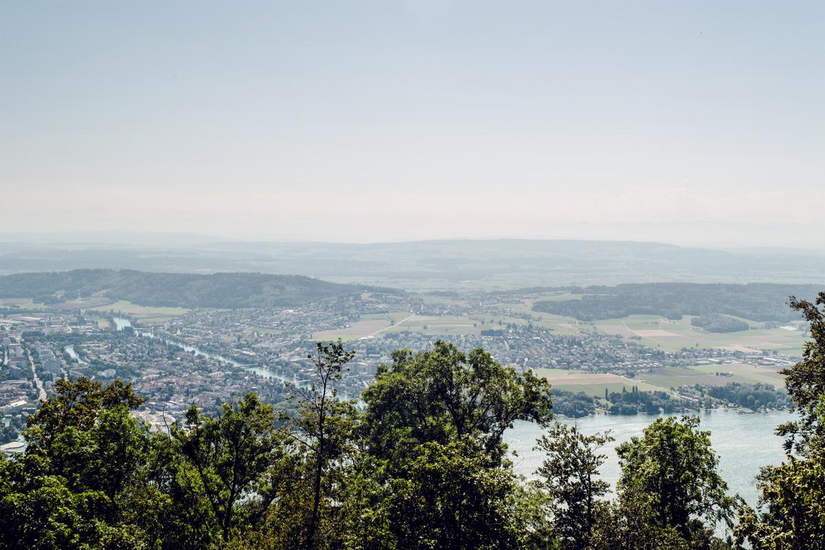 Vue sur Bienne depuis la colline de Macolin / Magglingen