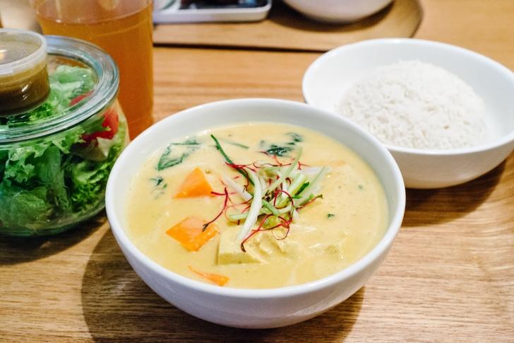 Curry végétalien au tofu et à la courge