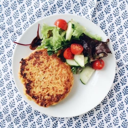 Galette de pois chiches et salade