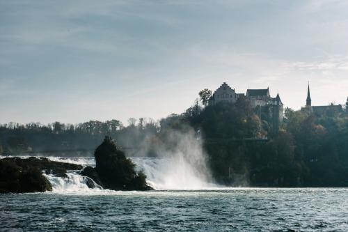 Les chutes du Rhin et le Château de Laufen