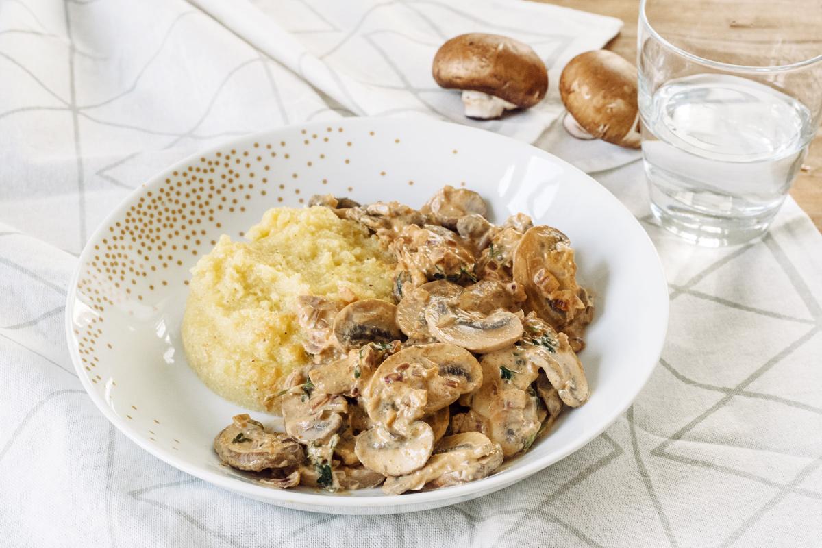 Recettes végétaliennes rapides: émincé de champignons crémeux au paprika