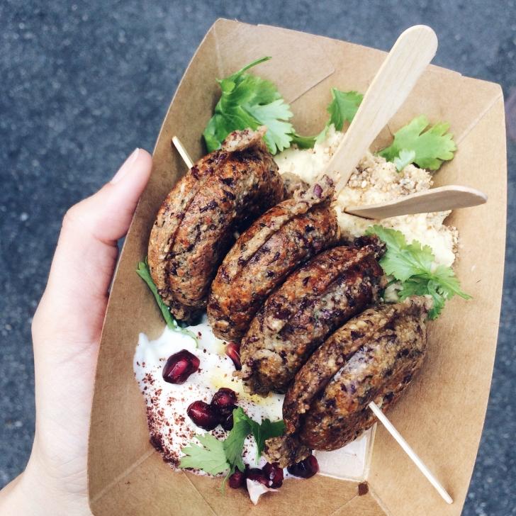 Snack végétalien et sans gluten chez Batavia pendant le First Friday