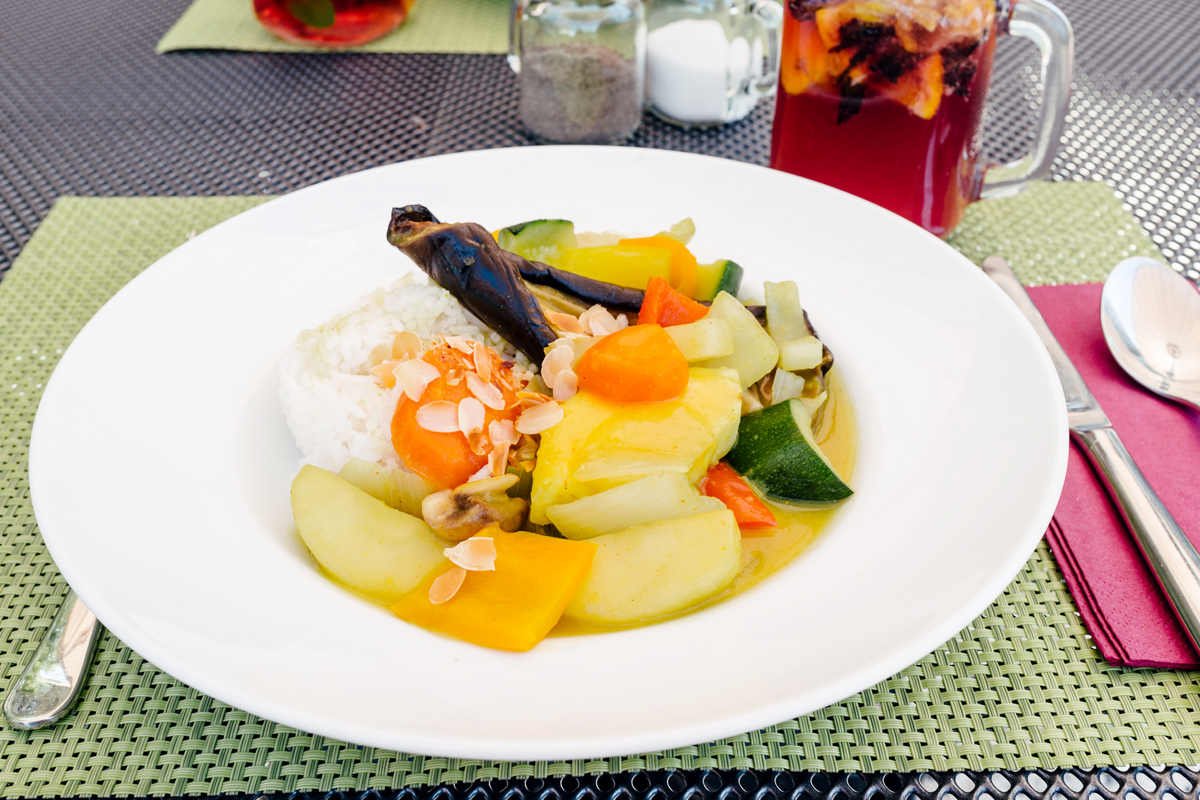 Curry de fruits et légumes, riz au jasmin