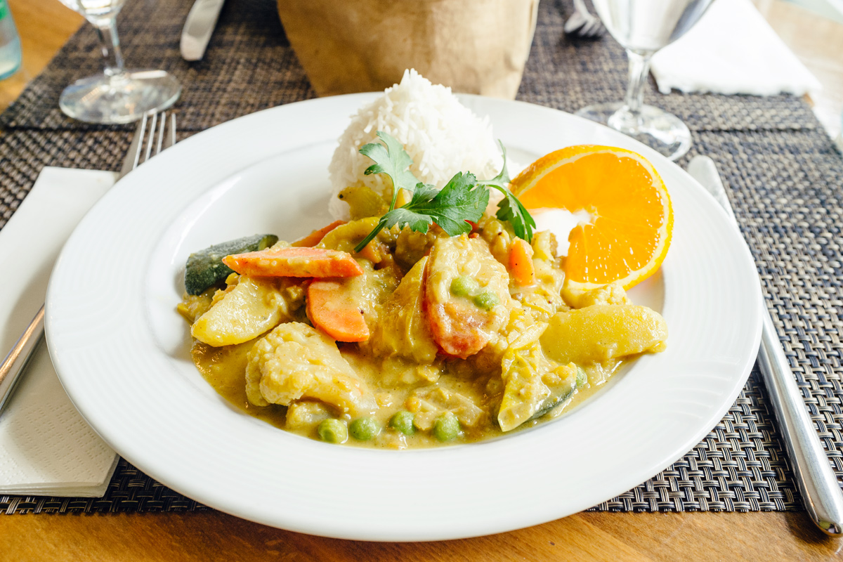 Curry de légumes et riz basmati