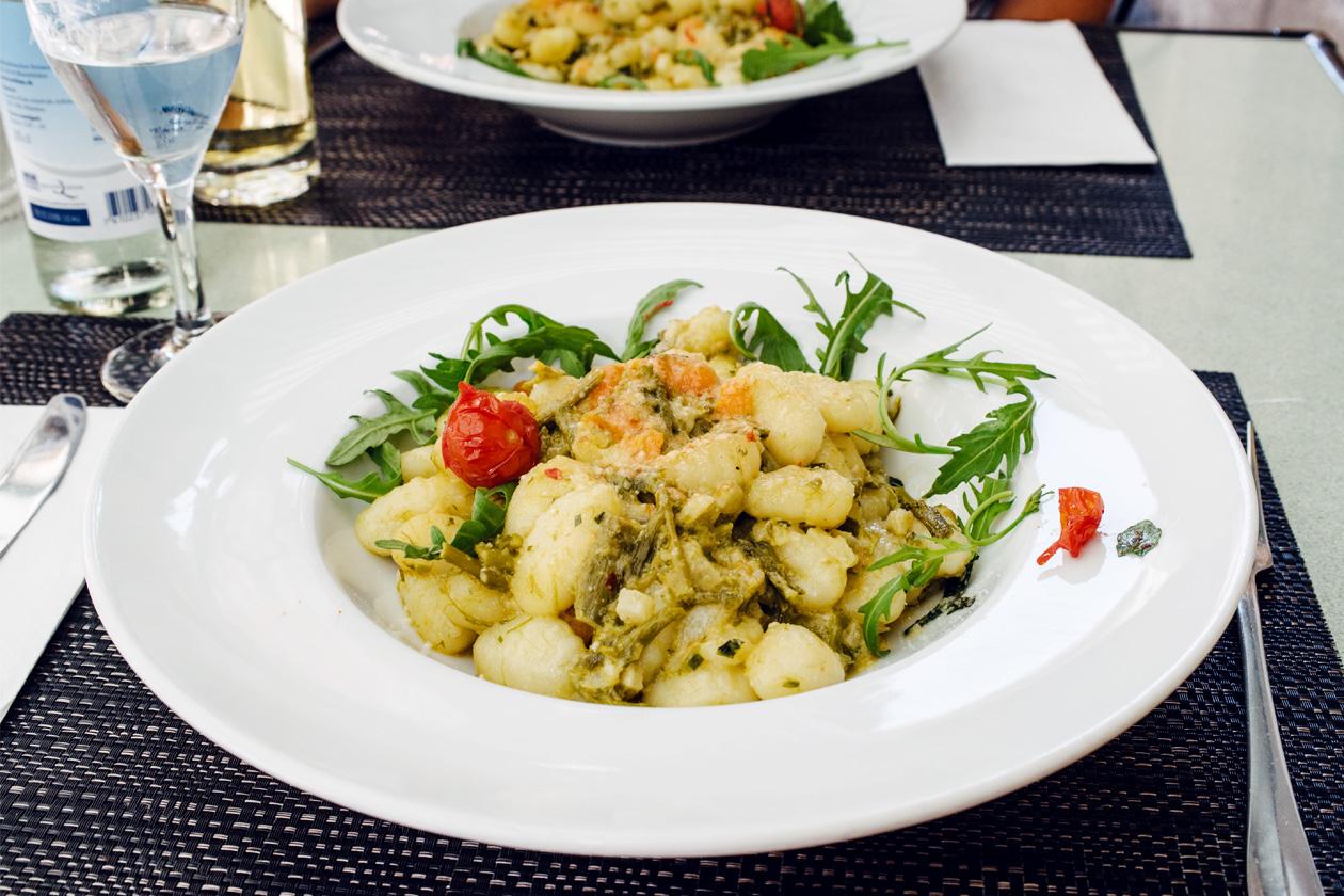 Neuchâtel, assiette végétarienne à la brasserie Le Cardinal