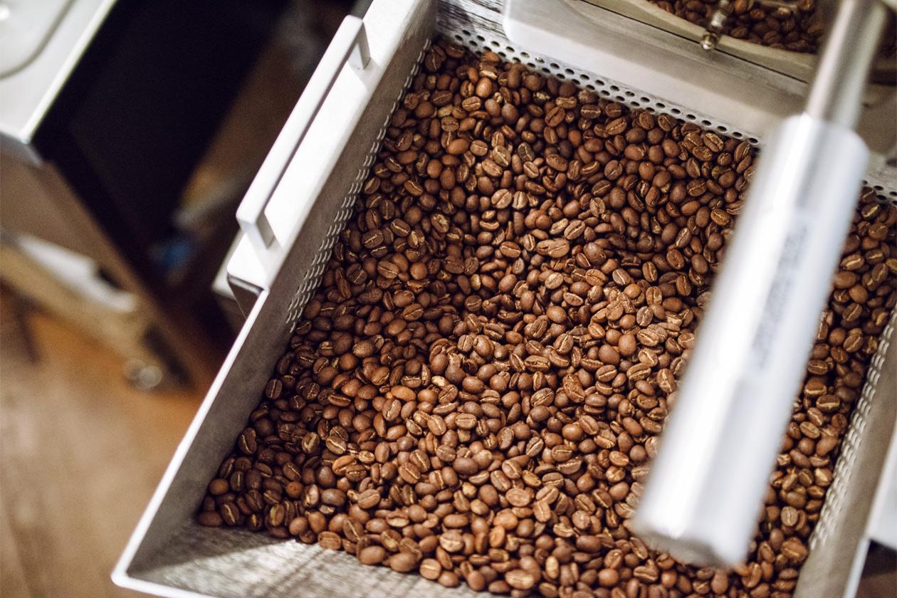 Vieille ville de Bienne – Kafoj, manufacture de café – Grains de café fraîchement torréfiés