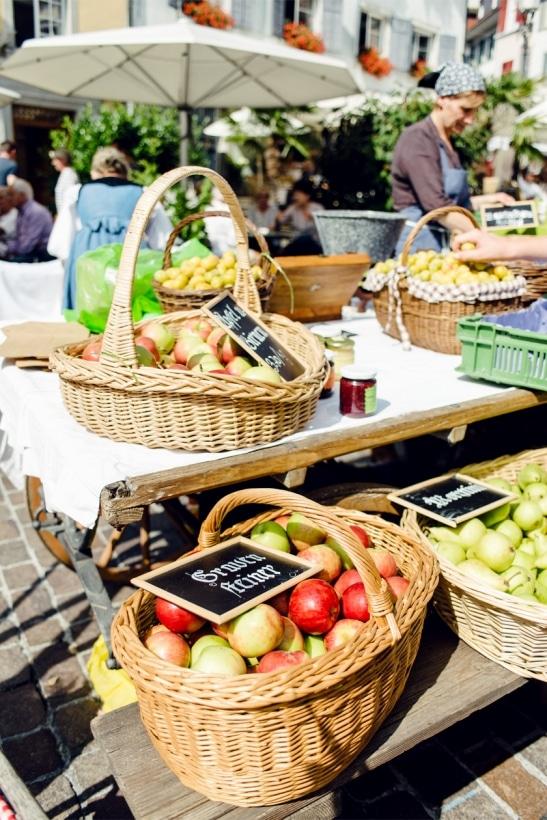 Marché hebdomadaire dans la vieille ville de Soleure