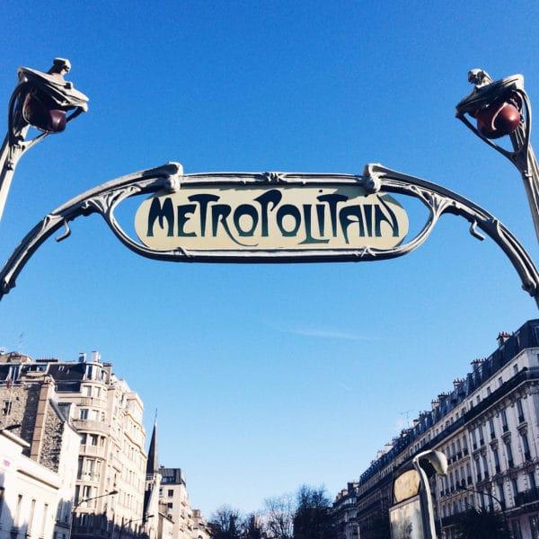 Enseigne art nouveau du métro parisien