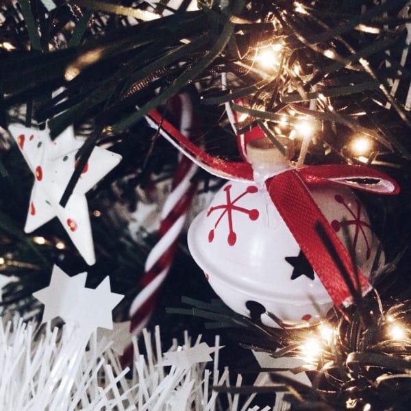 Décoration de Noël sur notre petit sapin