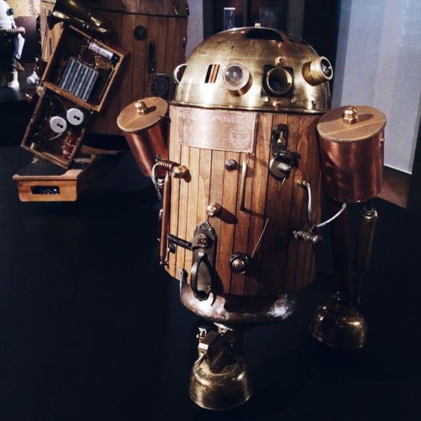 """Steampunk R2-D2, exposition """"Je suis ton père"""" à la Maison d'Ailleurs"""