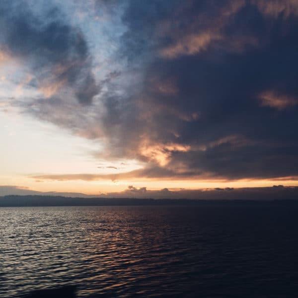 Lever du soleil derrière le lac de Bienne