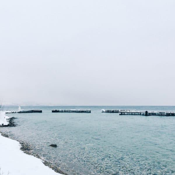 Les rives du lac de Neuchâtel sous la neige