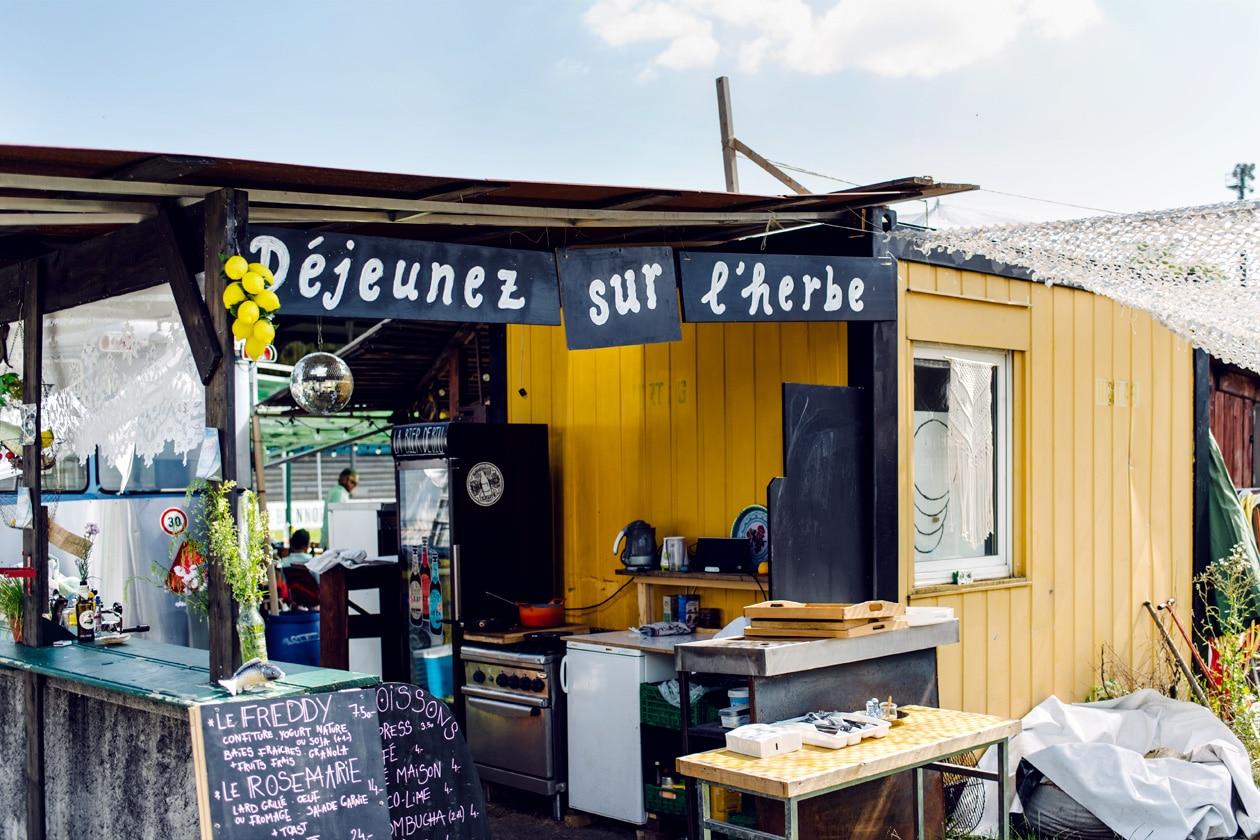 Terrain de la Gurzelen, Bienne – Bar Déjeunez sur l'herbe