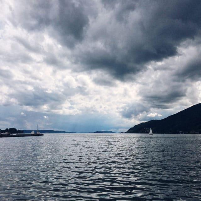 Ciel nuageux au-dessus du lac de Bienne