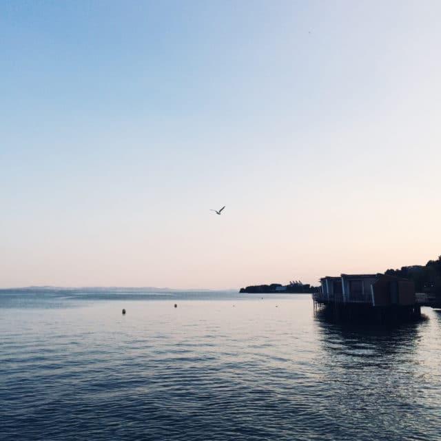 Lumière de fin de journée sur le lac de Neuchâtel