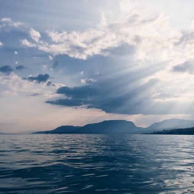 Lumière de fin de journée au bord du lac de Neuchâtel