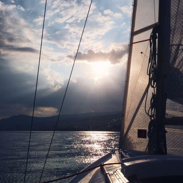 Sortie en bateau et soleil couchant