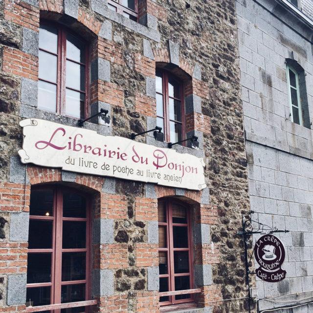 La Librairie du Donjon dans le centre de Bécherel