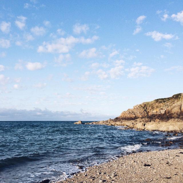 Lumière de fin de journée sur une plage bretonne