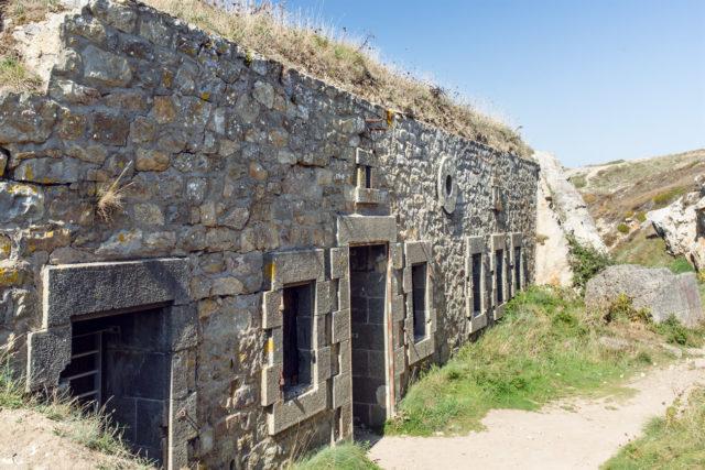 Bretagne: vestiges de bâtiments militaires de la Seconde Guerre Mondiale à Camaret-sur-Mer