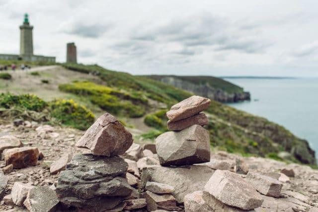 Bretagne, empilement de pierres au Cap Fréhel