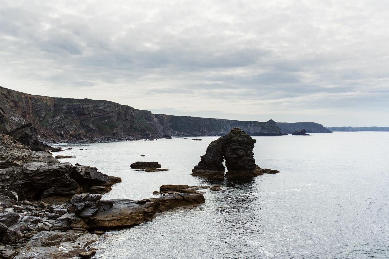 Bretagne: vue sur la côte depuis l'îlot des Capucins