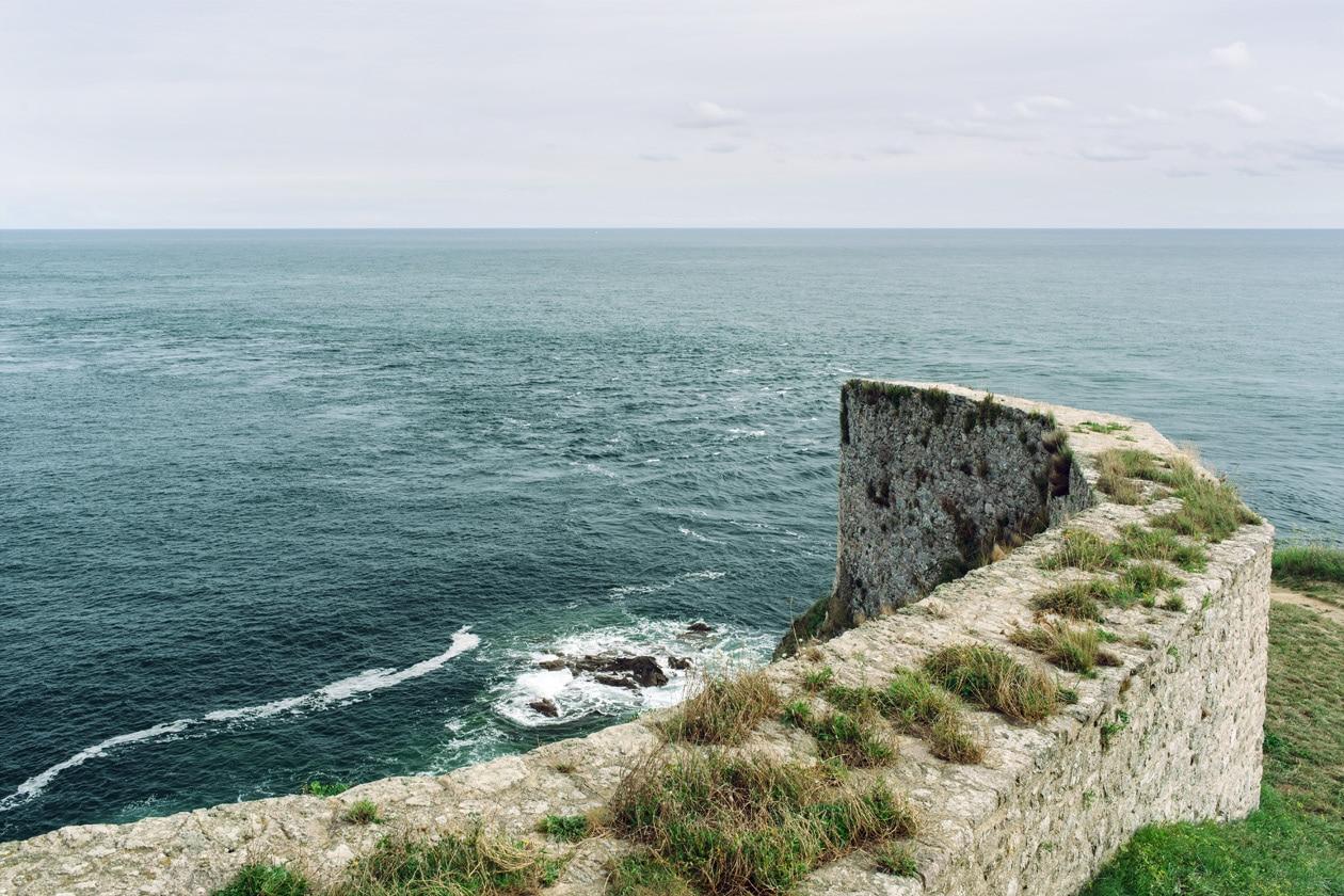 Bretagne, la Manche vue depuis les remparts de Fort la Latte