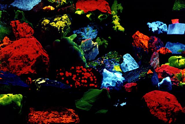 Maison des Minéraux de Crozon: exposition de minéraux fluorescents