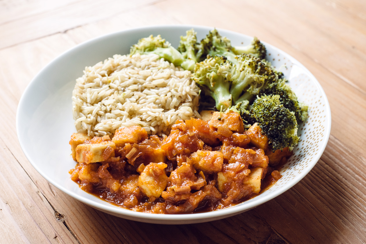 Tofu général Tao, riz complet et brocoli