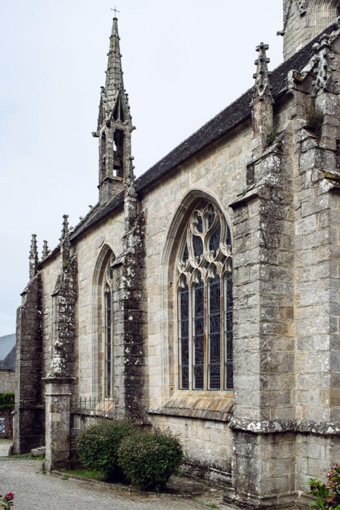 Bretagne: balade dans le village de Locronan – Église de Saint-Ronan