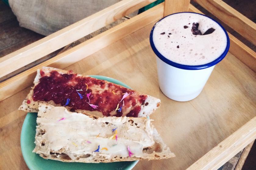 Meilleur rituel du samedi: le petit déjeuner chez Batavia, dans la vieille ville de Bienne