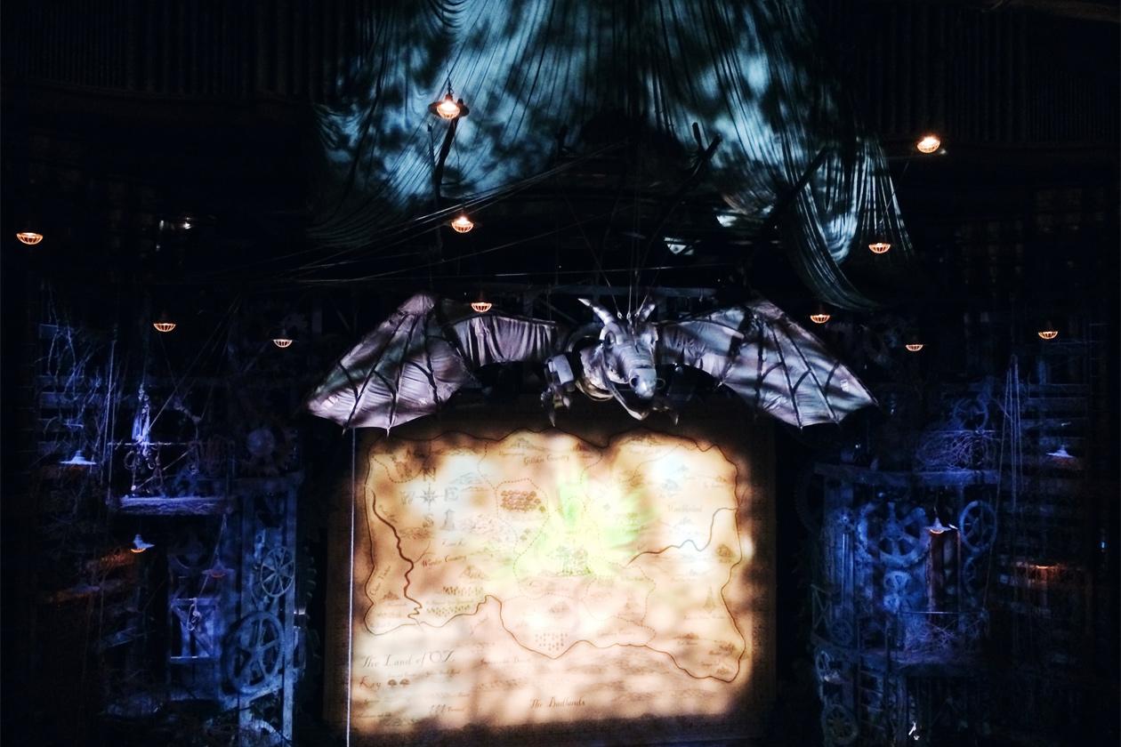 """Représentation de la comédie musicale """"Wicked"""" au théâtre Apollo Victoria à Londres"""