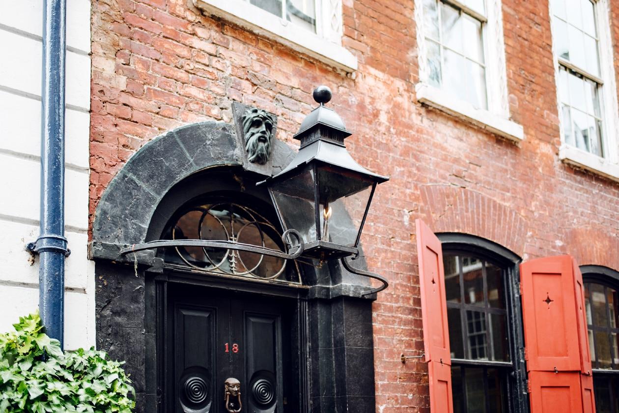 Entrée de la maison-musée de Dennis Severs à Londres